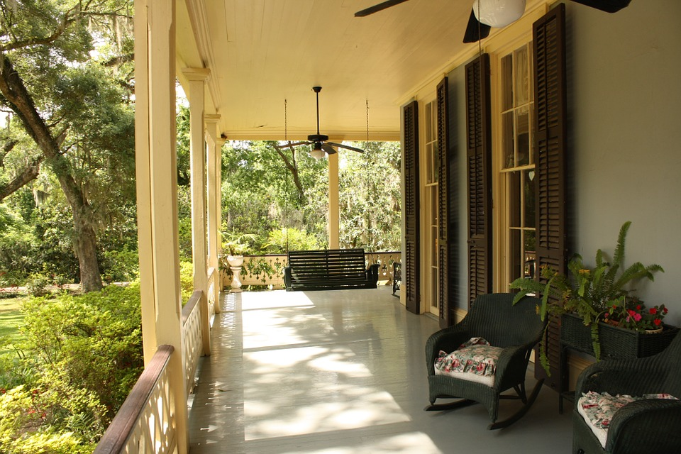 4 Ways to Spruce Up Your Front Porch